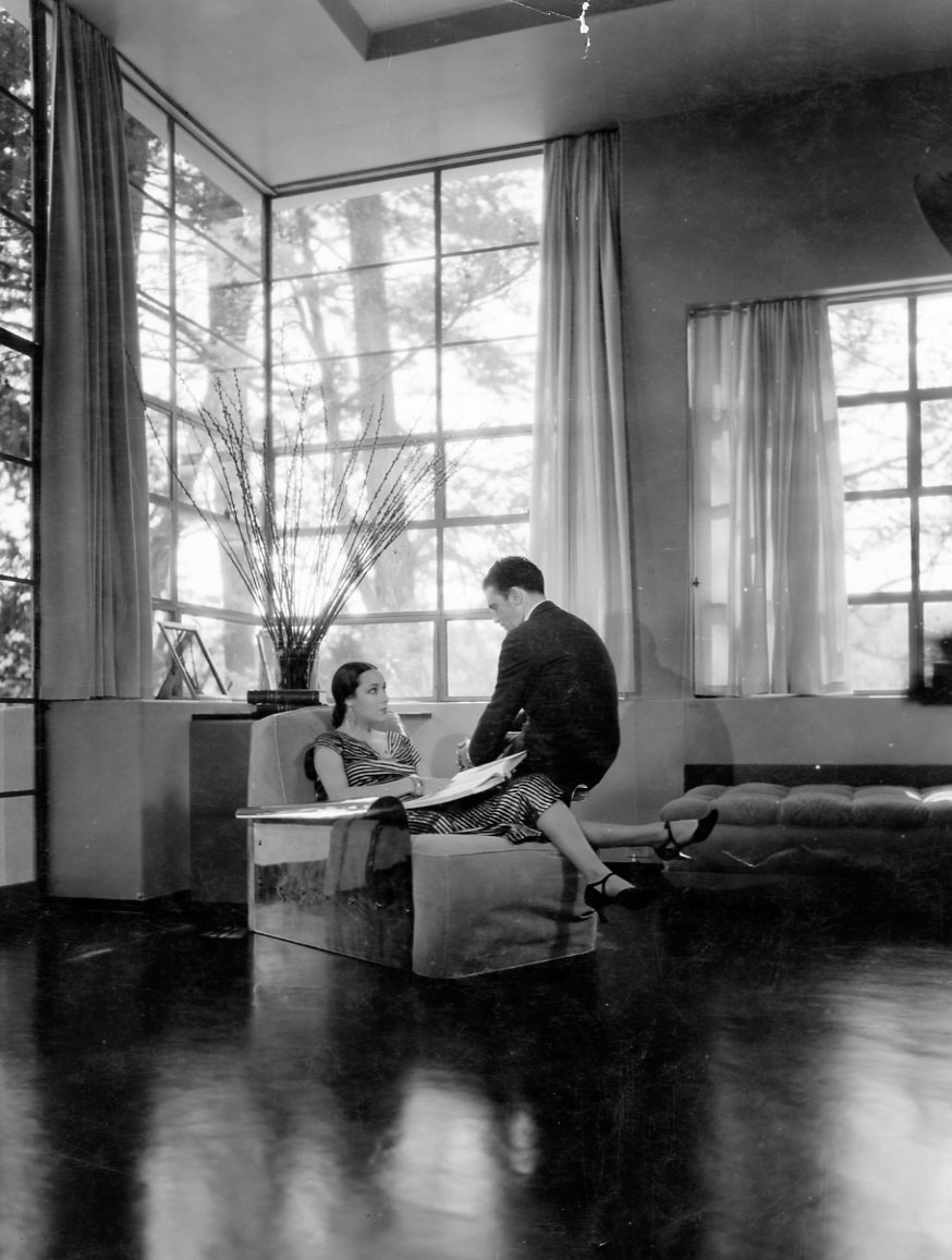 Dolores del rio houses before and after cedric gibbons for Art deco rooms 1930 s