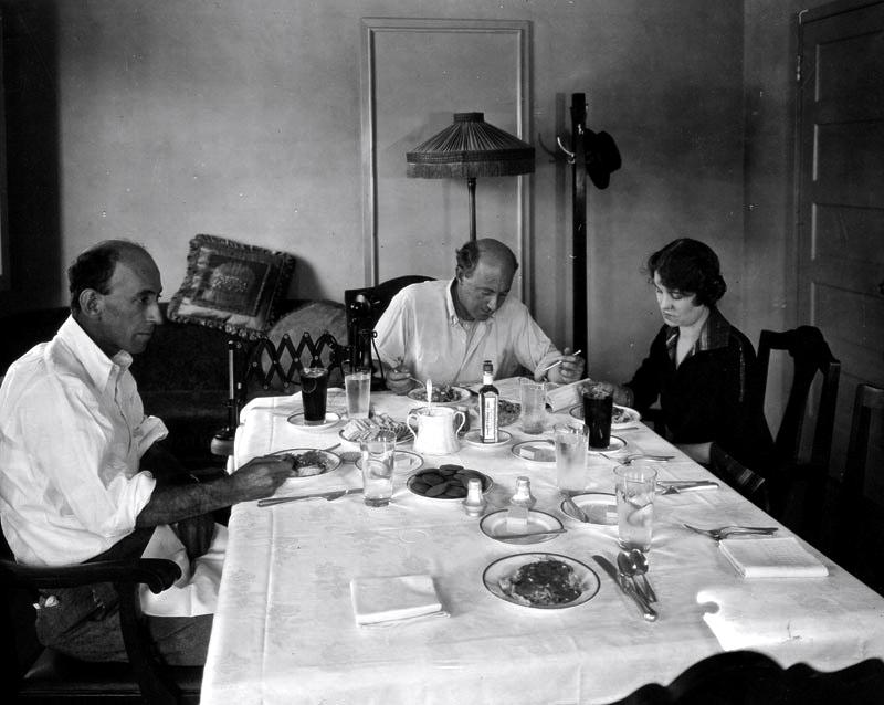 demilles-working-lunch-paramount-w-scenario-writer-jeanie-macpherson