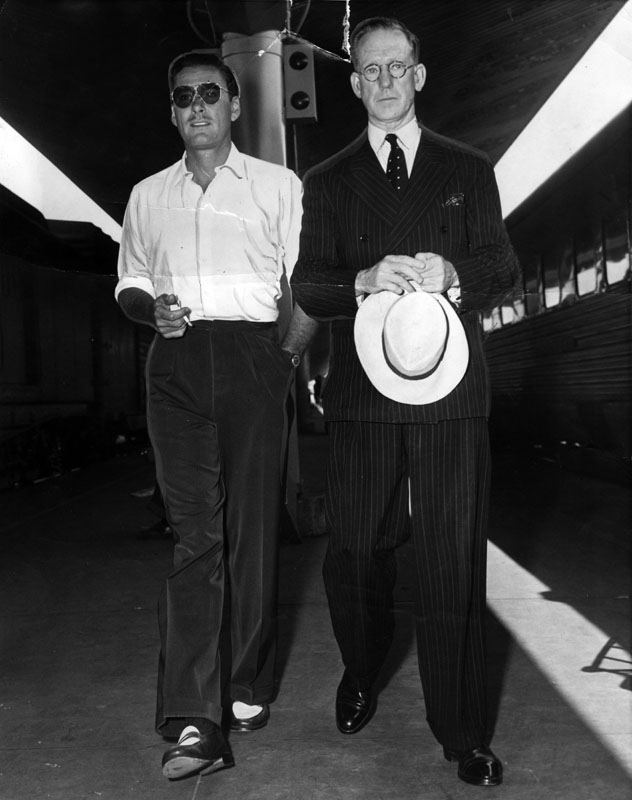 1945-errol-flynn-picks-up-his-dad-at-union-station.jpg