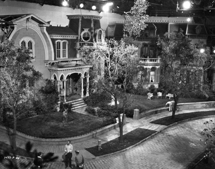1945 Universal set