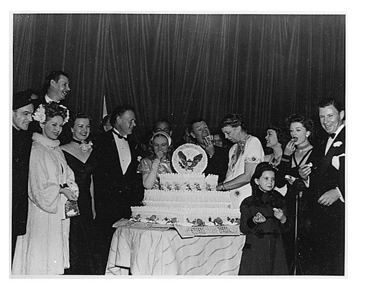 750px-Rooseveltbirthdayball1945