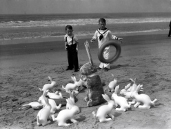 1930-venice-easter-at-the-beach