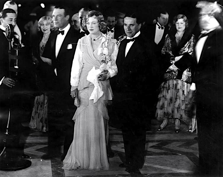 charles-chaplin-escorts-marion-davies-to-floradora-girl-premiere-1930