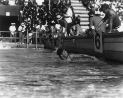 1932 Crabbe wins 400 m freestyle