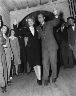 1940s-constance-bennett-war-effort