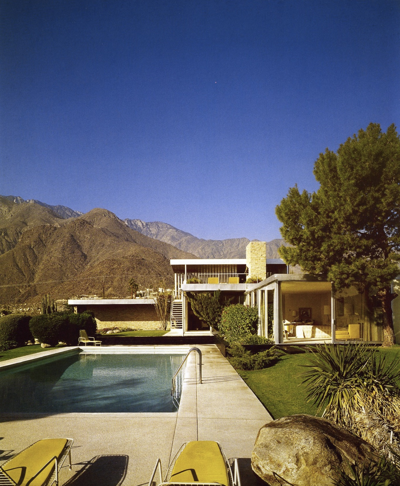 RICHARD NEUTRA'S DESIGN IN THE DESERT