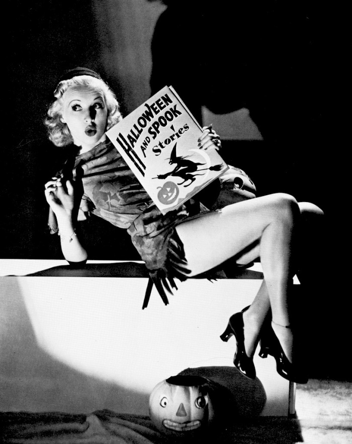betty-grable-vintage-halloween-pinup