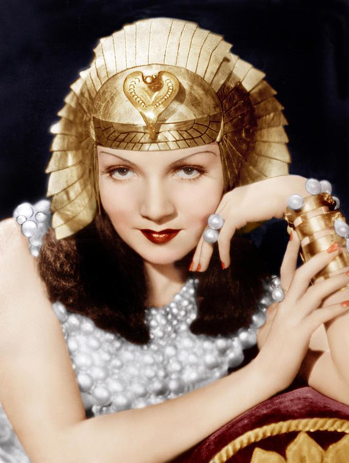 cleopatra-claudette-colbert-1934-everett