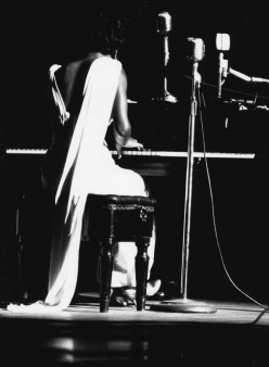 nina-simone-59-town-hall-performining-1
