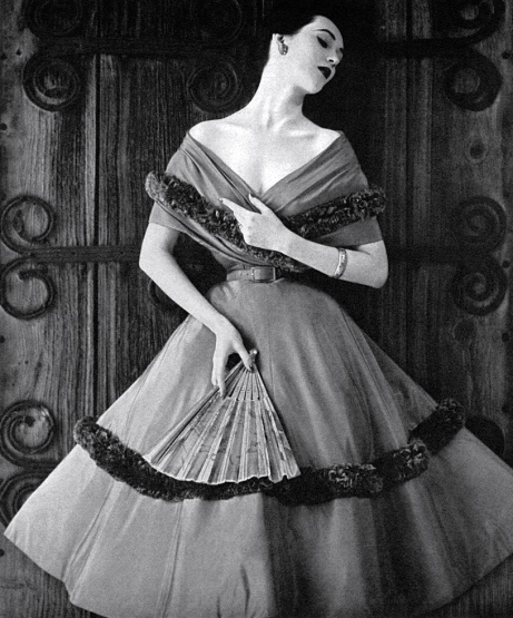 Dovima (not my aunt) the super model of the 1950s —some clavicle!