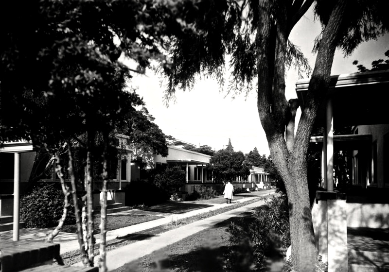 courtyard apts