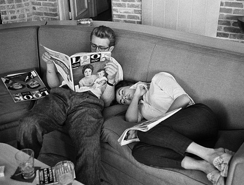 James-Dean-and-Elizabeth-Taylor-take-a-break-during-filming-of-Giant-1956