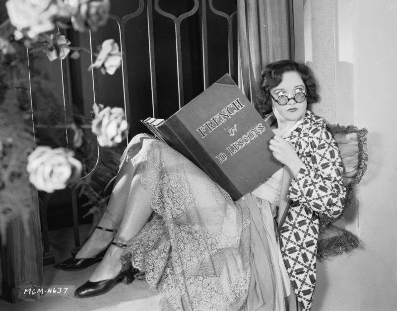 joan crawford-reading-mgm