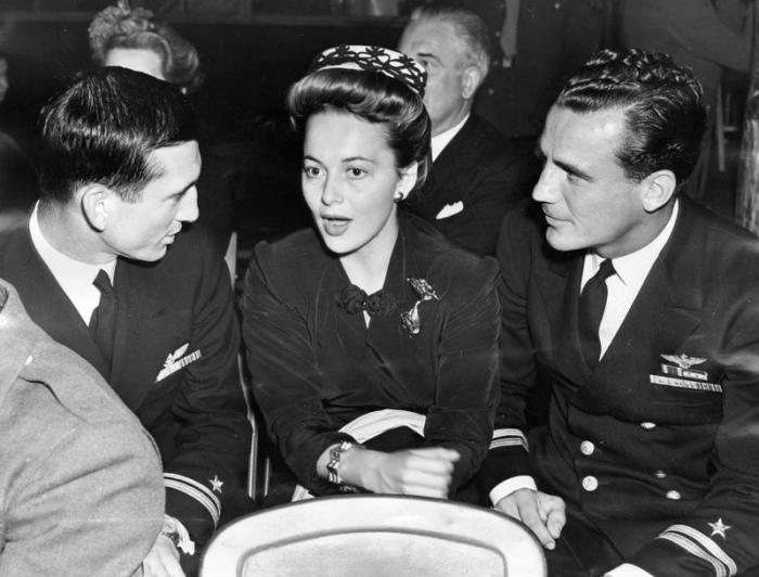 1943 olivia de havilland hollywood canteen