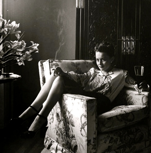 olivia-de-havilland-beer-and-cigarette